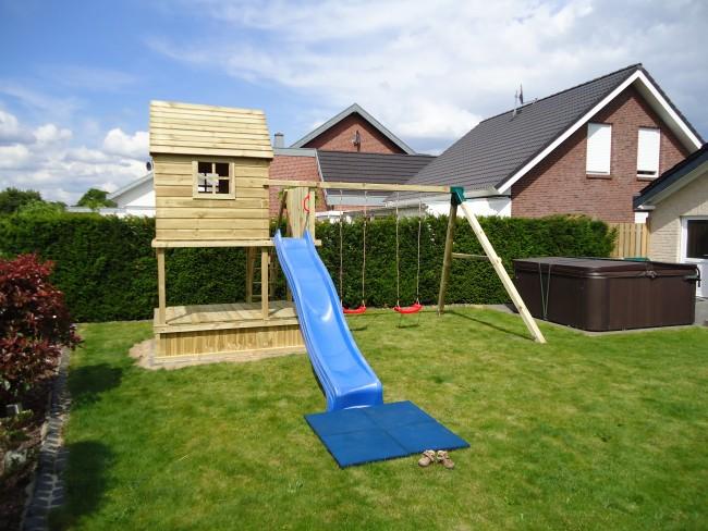 speeltoestel balkon met bovenhuis en zandbak. Black Bedroom Furniture Sets. Home Design Ideas