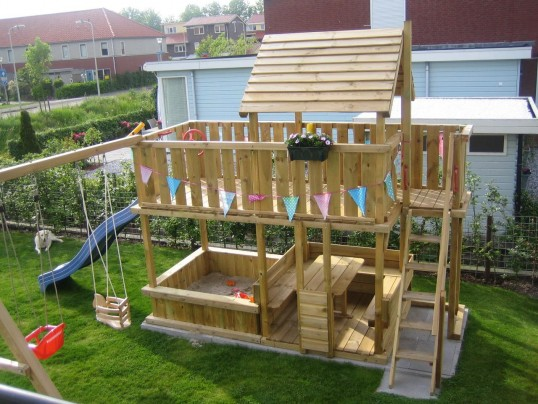 Spielturm Balkon Sandkasten mit Rundsitz